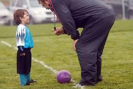 Πρέπει ο γονέας να παρακολουθεί την προπόνηση του παιδιού του;